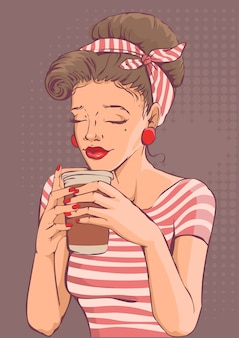 Красивая молодая женщина, держащая бумажный стаканчик кофе