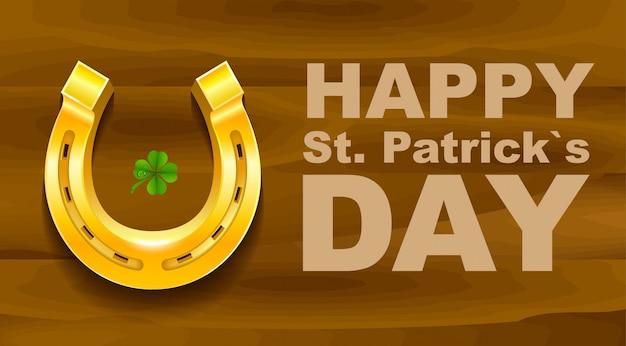 С днем святого патрика. золотая подкова и четырехлистник клевера на деревянной доске. шаблон поздравительной открытки