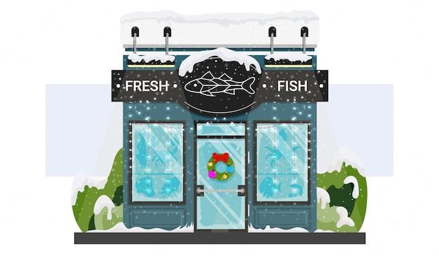 クリスマスリースと花輪、白で隔離される雪で新鮮な魚介類の店先。