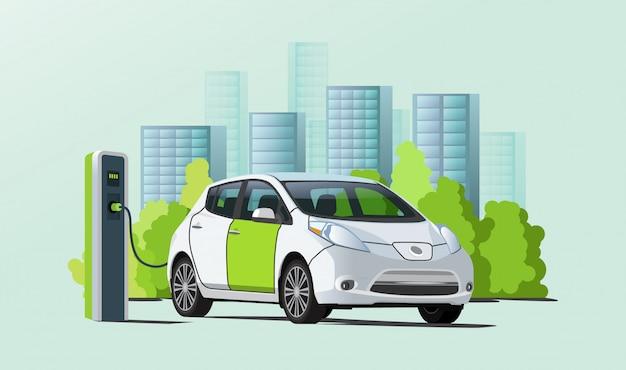 Зарядка электромобиля на зарядной станции, городской пейзаж на фоне