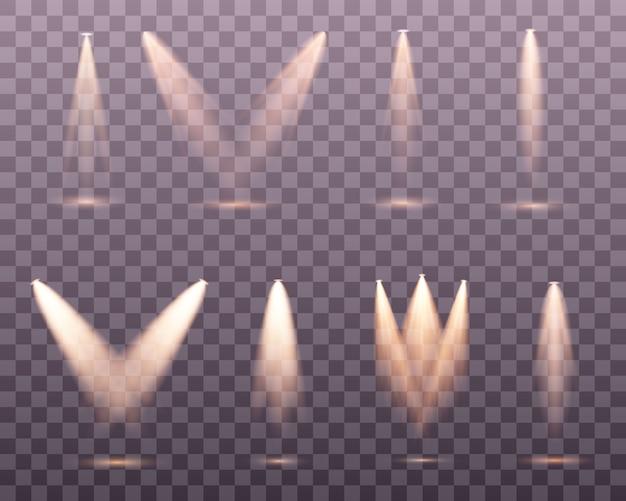 分離された黄金のスポットライトのセットです。黄色の暖かいライト。図。光の効果孤立したスポットライトのセット。透明な背景に舞台照明。シーンイルミネーションコレクション
