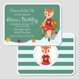 かわいいキツネの女の子が誕生日カードに適した庭を歩く