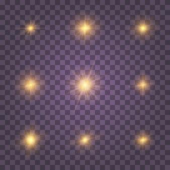 Набор желтого светящегося света взрывается на прозрачном фоне сверкающие магические частицы пыли. звезда взорвалась блестками. золотой глиттер яркая звезда. прозрачное сияющее солнце, яркая вспышка