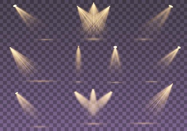 分離された黄金のスポットライトのセットです。黄色の暖かいライト。スポットライト。シーン。光の効果。図。舞台照明用のサーチライトコレクション、光透過効果。