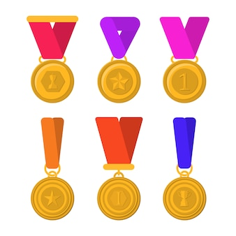トロフィー、メダル、アイコン、コンテストの勝者のためのリボンのセット。勝者のための黄金の杯。別の金のトロフィーのフラット写真セット。フラットなグラフィックデザインの漫画イラスト。