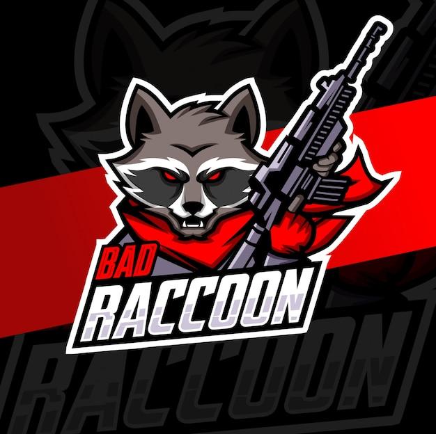 Логотип кибер талисман енота с пистолетом