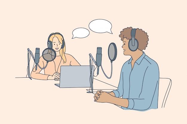 コミュニケーション、インタビュー、会話、ポッドキャストのコンセプト