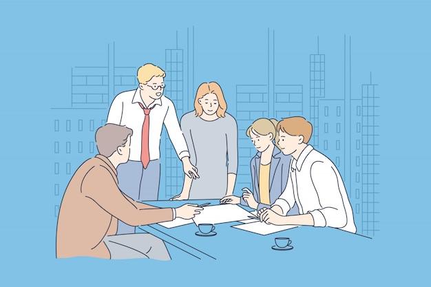 Деловая встреча, коворкинг, работа в команде, анализ концепции.
