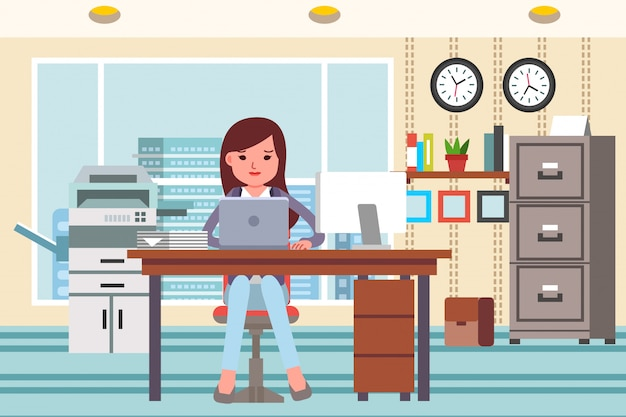 オフィスインテリアとオフィスアプライアンスの完全なオフィスでラップトップで働く女性。フラットなデザインイラスト