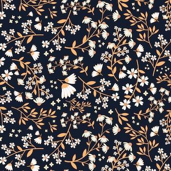 Бесшовный бело-золотой цветочный узор