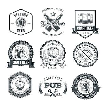レトロなビールのエンブレム、バッジ、ステッカーのコレクション