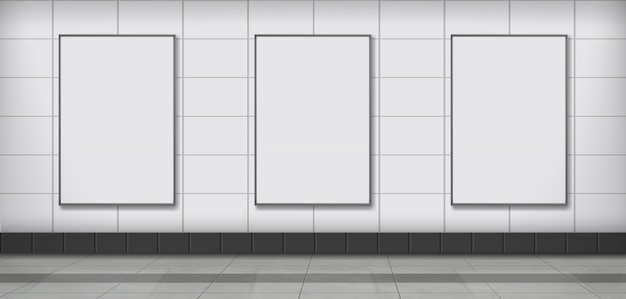 地下鉄の壁に掛かっている空白の広告ポスター
