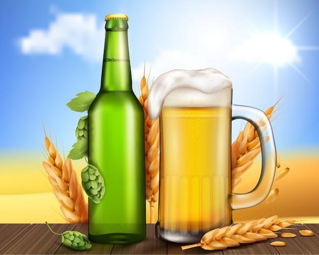 ガラスの緑のボトルとクラフトビールとマグカップ