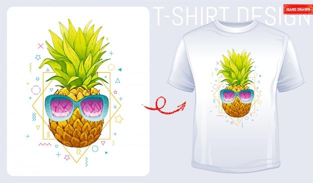 Ананас с солнцезащитными очками и футболкой с принтом дизайна. иллюстрация моды женщина в стиле каракули эскиз.