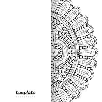 マンダラの白い背景。丸い花飾り