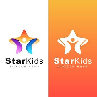 カラフルなハッピースターの子供のロゴ。子供の夢のロゴ。子供たちは星のロゴデザインに達する