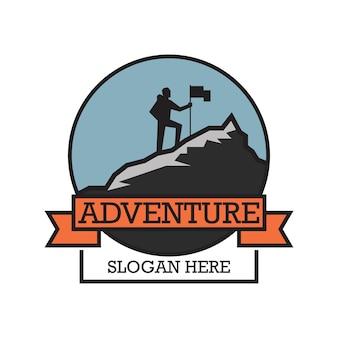 あなたのスローガンのためのテキストスペースを備えた冒険ロゴ