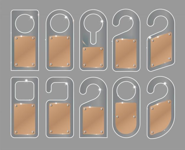 白い背景に分離されたトレンディなガラススタイルのユニークなドアハンガーのセット。ドアハンガーモックアップ。