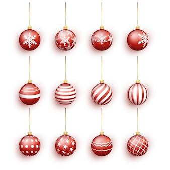 白で隔離赤いクリスマスボールセット。