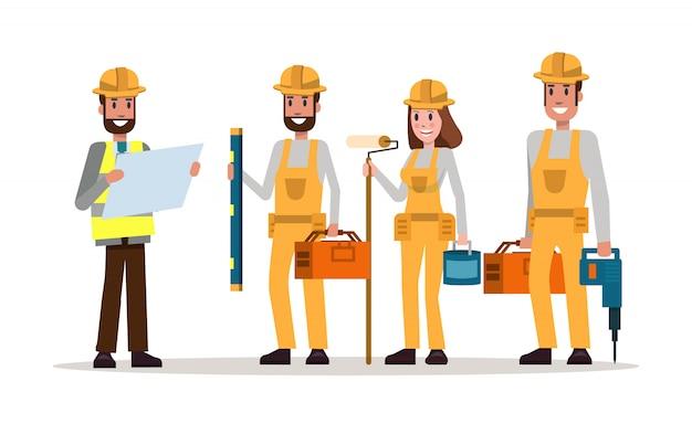 Инженер-строитель работает со строителем
