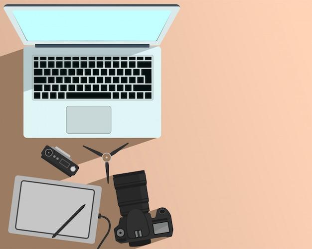 Фото и видео редактирование и портативный компьютер и пустое место для текста
