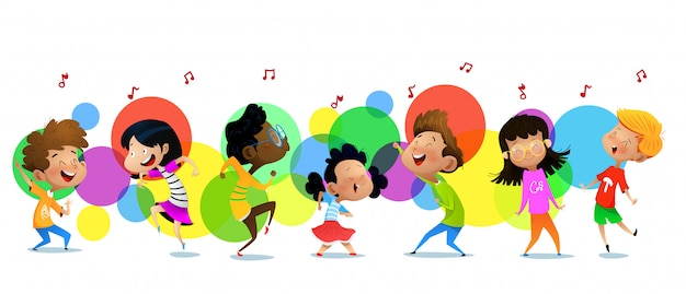 Милые веселые дети в танцевальной студии