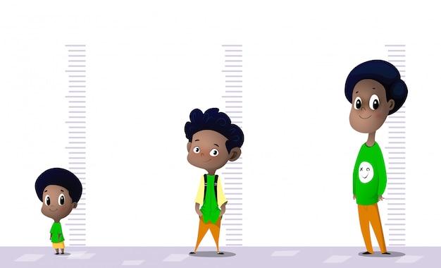 Счастливый мальчик измеряет свой рост в разных возрастах