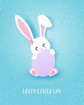 バニーとハッピーイースターの日グリーティングカードは、紙のカットスタイルで卵を抱擁します。
