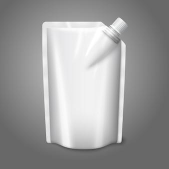 灰色の背景に分離されたキャップ付きの空白の白い現実的なプラスチックポーチ。