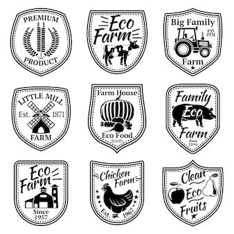ファームラベルベクトルセット。果物、野菜、動物、製粉所、納屋、小麦、トラクター。