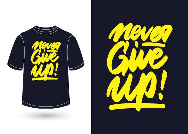 Никогда не сдавайся ручной надписи дизайн для футболки