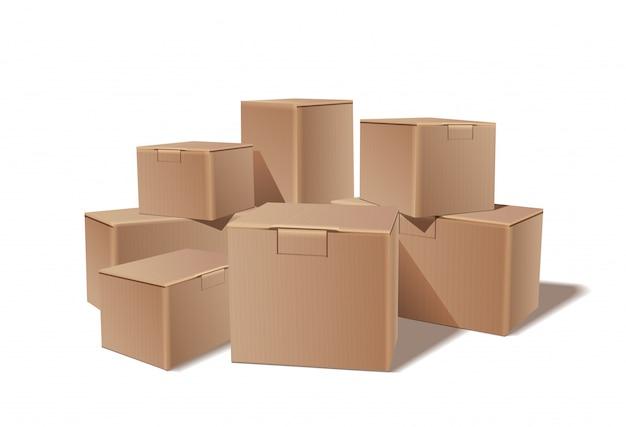 積み重ねられた密封商品の段ボール箱の山。