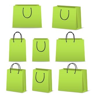 Набор бумажных сумок на белом фоне