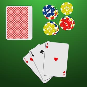 緑のギャンブルテーブルでトランプとカジノチップ。ブラックジャックゲームの組み合わせ。