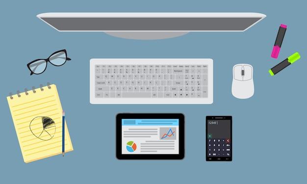 据え置き、モニター、タブレットを備えたオフィスのデスクトップ整理。上面図。