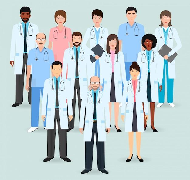 Больничный персонал. группа из двенадцати мужчин и женщин врачей и медсестер. медицинские люди. плоский стиль иллюстрации