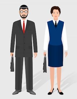 Деловые люди. пары еврейского бизнесмена и коммерсантки стоя совместно.