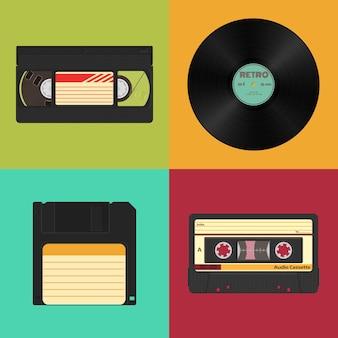 色付きヴィンテージのレトロなオーディオ、ビデオ、データストレージのセット。オーディオ、ビデオカセット、ビニールレコード