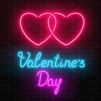 暗いレンガ壁の背景に幸せなバレンタインデーネオン輝くお祝いサイン。