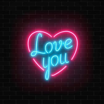 暗いレンガの壁の背景にハート形のサインであなたを愛してください。