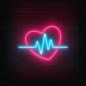 Светящийся пульс в форме сердца на фоне кирпичной стены.