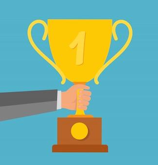 Достижение бизнес-цели и счастливый успешный бизнесмен, держащий в руках золотую награду в плоском стиле