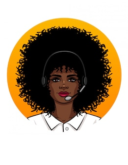 コールセンターのオペレーターのように働く若い魅力的な女性。ヘッドフォンを身に着けている巻き毛のアフリカ系アメリカ人の少女の肖像画