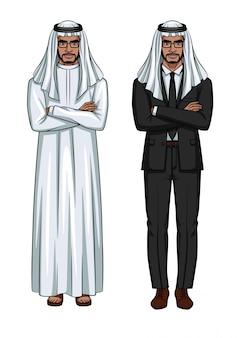 前に立っている伝統的な服を着ているアラビア人
