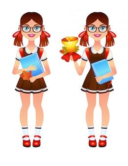 Школьная форма и очки счастливой маленькой девочки нося