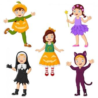 さまざまな衣装を着て漫画の子供たちのグループ