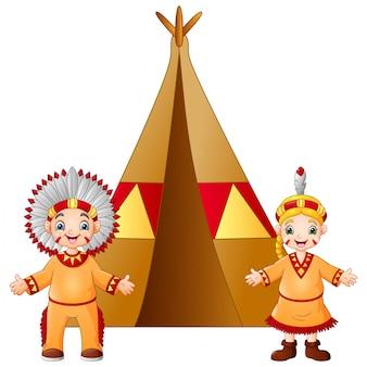 Мультяшная пара индейских индейцев с традиционным костюмом