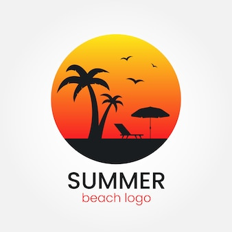 Дизайн логотипа на пляже. закат и пальмы. круглый логотип. логотип туристического агентства. пляжный зонт и шезлонг.