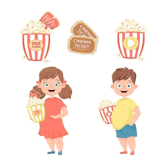 Дети с попкорном в руках идут в кино.