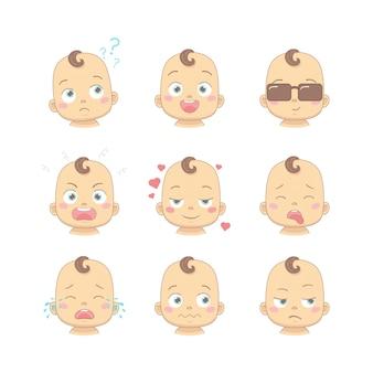 かわいい漫画の赤ちゃんやフラットなデザインの漫画のキャラクターのさまざまな面白い感情を持つ幼児のセット。